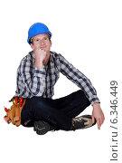 Купить «Daydreaming construction worker», фото № 6346449, снято 12 мая 2011 г. (c) Phovoir Images / Фотобанк Лори