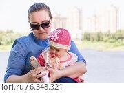 Семья или бизнес? Женщина-предприниматель перед выбором. Стоковое фото, фотограф Сергей Гойшик / Фотобанк Лори