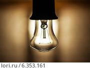 Выключенная лампочка крупным планом. Стоковое фото, фотограф Александр Басов / Фотобанк Лори