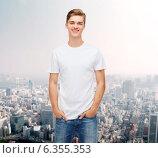 Купить «smiling young man in blank white t-shirt», фото № 6355353, снято 22 июня 2014 г. (c) Syda Productions / Фотобанк Лори