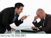 Businessman screaming at a colleague. Стоковое фото, фотограф Phovoir Images / Фотобанк Лори