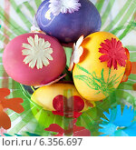 Купить «Пасхальные яйца, украшенные бумажными цветами», фото № 6356697, снято 5 мая 2013 г. (c) Елена Вяселева / Фотобанк Лори