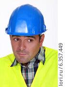 Купить «Nervous construction worker», фото № 6357449, снято 6 июня 2011 г. (c) Phovoir Images / Фотобанк Лори
