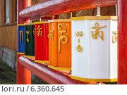 Буддийские молитвенные барабаны Хурдэ в Иволгинском дацане. Стоковое фото, фотограф Артем Мишуков / Фотобанк Лори
