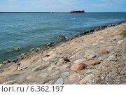 Купить «Набережная города Балтийск. Морской пейзаж», фото № 6362197, снято 10 августа 2014 г. (c) Инесса Гаварс / Фотобанк Лори