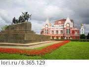 Памятник Чапаеву и Драматический театр в Самаре, фото № 6365129, снято 31 августа 2014 г. (c) Михаил Коханчиков / Фотобанк Лори