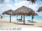 Купить «Зонтики на пляже», фото № 6365605, снято 11 июня 2014 г. (c) Александр Овчинников / Фотобанк Лори