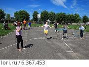Купить «Летний отдых детей в пришкольном лагере», фото № 6367453, снято 4 июня 2013 г. (c) Татьяна Грин / Фотобанк Лори