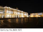 Зимний дворец ночью. Санкт-Петербург (2014 год). Редакционное фото, фотограф Kirill Zvyagin / Фотобанк Лори