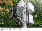 Оборудование сотовой связи на столбе, Москва, эксклюзивное фото № 6371177, снято 7 сентября 2014 г. (c) Давид Мзареулян / Фотобанк Лори