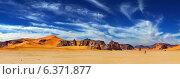 Купить «Sand dunes and rocks, Sahara Desert, Algeria», фото № 6371877, снято 7 декабря 2019 г. (c) Ingram Publishing / Фотобанк Лори