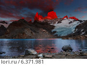 Купить «Laguna de Los Tres and mount Fitz Roy, Dramatical sunrise, Patagonia, Argentina», фото № 6371981, снято 20 сентября 2019 г. (c) Ingram Publishing / Фотобанк Лори