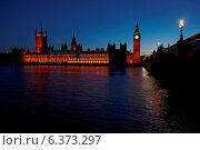 Купить «London circa 2009-Houses of Parliament at night viewed from south bank of Thames», фото № 6373297, снято 19 ноября 2019 г. (c) Ingram Publishing / Фотобанк Лори