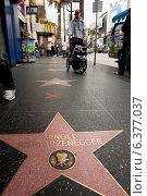 Los Angeles, USA, passersby on the Walk of Fame (2010 год). Редакционное фото, агентство Caro Photoagency / Фотобанк Лори