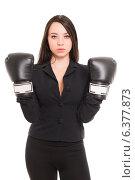 Купить «Девушка в офисном костюме и чёрных боксёрских перчатках», фото № 6377873, снято 21 сентября 2013 г. (c) Сергей Сухоруков / Фотобанк Лори