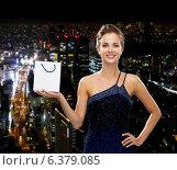 Купить «smiling woman with white blank shopping bag», фото № 6379085, снято 1 июня 2014 г. (c) Syda Productions / Фотобанк Лори