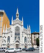 Белая церковь Chiese Parr Sacro Cuore Del Suffragio, Рим (2014 год). Стоковое фото, фотограф Валерия Потапова / Фотобанк Лори