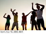 Купить «smiling friends dancing on summer beach», фото № 6380481, снято 3 августа 2014 г. (c) Syda Productions / Фотобанк Лори