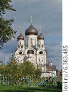 Купить «Церковь Серафима Саровского в Раево, район Медведково, Москва», эксклюзивное фото № 6383485, снято 8 сентября 2014 г. (c) lana1501 / Фотобанк Лори