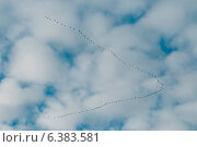 Купить «A flock of birds flying on a cloudy day», фото № 6383581, снято 18 июня 2019 г. (c) Ingram Publishing / Фотобанк Лори