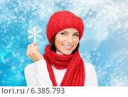 Купить «smiling young woman in winter clothes», фото № 6385793, снято 15 августа 2013 г. (c) Syda Productions / Фотобанк Лори