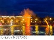 Купить «Шоу поющих фонтанов с ночной подсветкой на центральной площади Еревана. Армения», фото № 6387465, снято 4 июля 2013 г. (c) Евгений Ткачёв / Фотобанк Лори