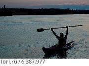 Купить «Silhouette of a man kayaking in a lake, Lake of the Woods, Ontario, Canada», фото № 6387977, снято 14 декабря 2019 г. (c) Ingram Publishing / Фотобанк Лори