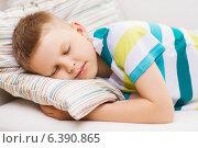 Купить «little boy sleeping at home», фото № 6390865, снято 3 июня 2014 г. (c) Syda Productions / Фотобанк Лори