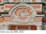 Купить «Декоративное украшение большой каменной оранжереи в усадьбе Кусково», эксклюзивное фото № 6395153, снято 12 сентября 2014 г. (c) lana1501 / Фотобанк Лори