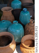 Купить «Керамические кувшины, крынки и вазы», фото № 6395913, снято 31 августа 2014 г. (c) Виктория Катьянова / Фотобанк Лори