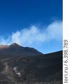 Туристы на Горе Этна в Италии. Вулкан, извержение которого может начаться в любую минуту (2010 год). Стоковое фото, фотограф masebora / Фотобанк Лори