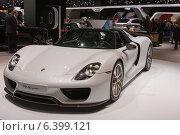 Купить «Автомобиль Porshe 918 Spider», фото № 6399121, снято 3 сентября 2014 г. (c) Павел Лиховицкий / Фотобанк Лори