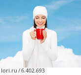Купить «smiling young woman in winter clothes with cup», фото № 6402693, снято 15 августа 2013 г. (c) Syda Productions / Фотобанк Лори