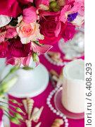 Розовые цветы с ракушками на заднем плане. Стоковое фото, фотограф Наталья Слюсаренко / Фотобанк Лори