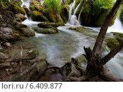 Купить «Красивые небольшие водопады в Национальном парке Плитвицкие озера, Хорватия», фото № 6409877, снято 24 июня 2011 г. (c) Андрей Рыбачук / Фотобанк Лори