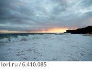 Surf on the beach at sunset, Sandy Beach, Hawaii Kai, Honolulu, Oahu, Hawaii, USA. Стоковое фото, агентство Ingram Publishing / Фотобанк Лори