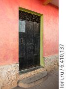 Doorway of a house, Barrio El Centro, Copan, Copan Ruinas, Honduras. Стоковое фото, агентство Ingram Publishing / Фотобанк Лори