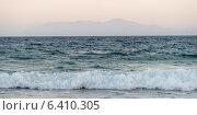 Купить «Waves splashing in the sea, Bay Islands, Honduras», фото № 6410305, снято 25 декабря 2012 г. (c) Ingram Publishing / Фотобанк Лори