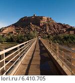 Footbridge at Ait Benhaddou, Ouarzazate, Morocco (2012 год). Стоковое фото, агентство Ingram Publishing / Фотобанк Лори