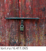 Купить «Close-up of a padlock on a door, Marrakesh, Morocco», фото № 6411065, снято 8 декабря 2012 г. (c) Ingram Publishing / Фотобанк Лори
