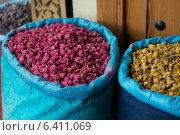 Sacks of food at market, Medina, Marrakesh, Morocco. Стоковое фото, агентство Ingram Publishing / Фотобанк Лори