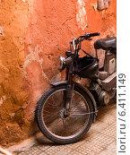 Купить «Moped leaning against a weathered wall, Marrakesh, Morocco», фото № 6411149, снято 11 декабря 2012 г. (c) Ingram Publishing / Фотобанк Лори
