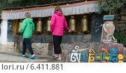 Купить «Girls spinning prayer wheels at Drepung Monastery, Lhasa, Tibet, China», фото № 6411881, снято 19 августа 2012 г. (c) Ingram Publishing / Фотобанк Лори