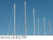 Купить «Low angle view of sailboat masts, Riverton, Hecla Grindstone Provincial Park, Manitoba, Canada», фото № 6412797, снято 24 апреля 2013 г. (c) Ingram Publishing / Фотобанк Лори