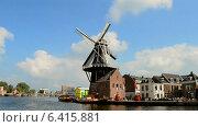 Купить «Ветряная мельница с вращающимися лопастями, Голландия», видеоролик № 6415881, снято 13 сентября 2014 г. (c) FMRU / Фотобанк Лори
