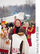 Купить «Women with pancakes during Shrovetide», фото № 6418009, снято 26 февраля 2012 г. (c) Яков Филимонов / Фотобанк Лори