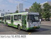Купить «Автобус ЛиАЗ-5256 на улице Маршала Катукова следует по маршруту № 640», эксклюзивное фото № 6418469, снято 7 августа 2012 г. (c) Дмитрий Абушкин / Фотобанк Лори