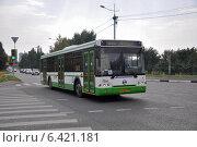 Купить «Автобус ЛиАЗ-5292 следует по Неманском проезду по маршруту № 654», эксклюзивное фото № 6421181, снято 7 августа 2012 г. (c) Дмитрий Абушкин / Фотобанк Лори