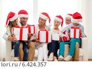Купить «happy family sitting on couch at home», фото № 6424357, снято 21 августа 2014 г. (c) Syda Productions / Фотобанк Лори