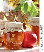 Яблочное варенье и свежие яблоки. Стоковое фото, фотограф Ольга Гамзова / Фотобанк Лори